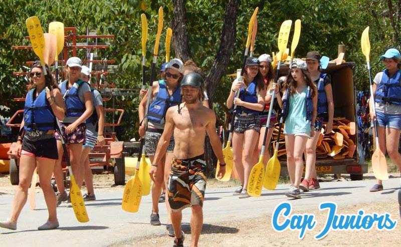 Sortie canoé kayak lors d'un stage sportif
