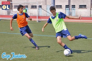 Entraînement et match amicaux sont au programme des stages de foot Olympique Lyonnais