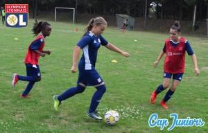 Les filles à l'honneur sur un terrain de foot